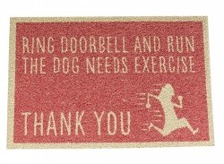 """Ring doorbell the dog needs exercise""  Dørmatte"